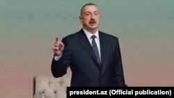 İlham Əliyev regionların 2014-2018-ci illərdə sosial-iqtisadi inkişafı Dövlət Proqramının icrasının dördüncü ilinin yekunlarına həsr olunan konfransda.