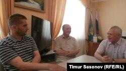 Евгений Мартенс, Владимир Полубояренко, Амин Уракчиев, г.Черкесск, кабинет А. Уракчиева