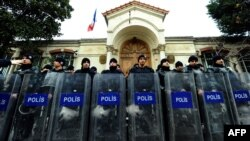 Turkey -- Riot policemen stand guard in front of French consulate during a demonstration by members of the Turkish Communist Party (TKP) in Istanbul, 24Jan2012