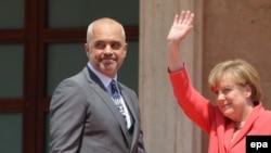 Албанскиот премиер Еди Рама и германската канцеларка Ангела Меркел