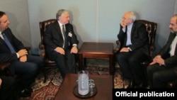 Встреча глав МИД Армении и Ирана - Эдварда Налбандяна (слева) и Мухаммеда Джавада Зарифа, Нью-Йорк, 29 сентября (Фотография - пресс-служба МИД Армении)