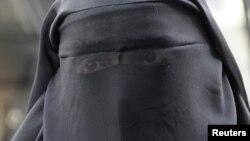 Ֆրանսիա - Մահմեդական կինը Փարիզում, արխիվ