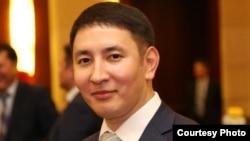 Әнуар Жайнақов, сыртқы істер министрлігінің баспасөз хатшысы.