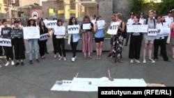 Ի պաշտպանություն Խաչատուրյան քույրերի ցույց Հայաստանում Ռուսաստանի դեսպանատան դիմաց, Երևան, 24-ը հունիսի, 2019թ․
