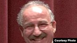 علی شاکری، ايرانی آمريکايی ساکن جنوب کاليفرنيا پس از آزادی به نزد خانواده خودذ بازگشت