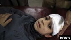 Мальчик, пострадавший во время теракта в Пакистане