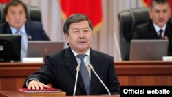 An official photo of Prime Minister Jantoro Satybaldiev being sworn into office in Bishkek on September 12.