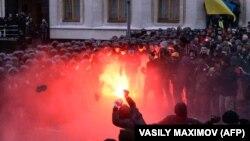 În preajma administraţiei prezidenţiale din Kiev, 1 decembrie 2013