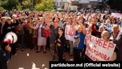 Protest în fața Judecătoriei Chișinău