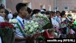 """Toshkent maktablaridan birida 2014 yilda bo'lib o'tgan """"So'nggi qo'ng'iroq"""" tadbiri"""