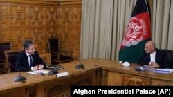 Președintele afgan Ashraf Ghani și secretarul de stat american Antony Blinken, Kabul, 15 aprilie 2021