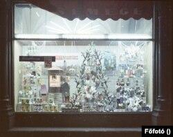 Így nézett ki egy Csemege karácsonyi italkínálata 1969-ben. A Közért vállalat mellett működött Magyarországon negyven éven keresztül a Csemege Kereskedelmi Vállalat, jogelődjét 1952-ben alapították