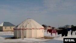 Оралман қазақтың киіз үйі. Астананың іргесіндегі Қоянды ауылы, қараша, 2008 жыл.