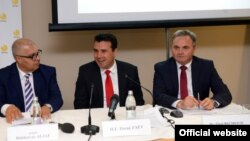 Премиерот Зоран Заев на предавање и јавна дебата во организација на ИФИМЕС во Љубљана. Директорот на ИФИМЕС, Зијад Беќировиќ.