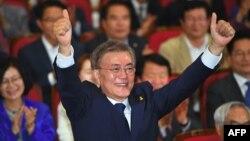 Кандидат в президенты Республики Корея от Демократической партии Мун Чжэ Ин.
