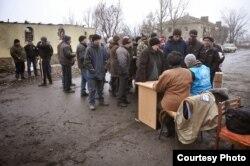 People in Need раздает помощь в Никишино