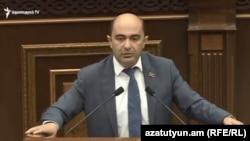 Глава фракции «Лусавор Айастан» Эдмон Марукян в парламенте