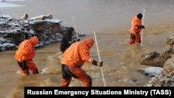 Работа спасателей на реке Сисим