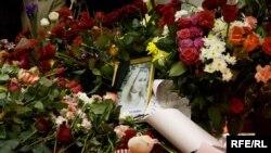 Цветы на месте теракта, метро Лубянка