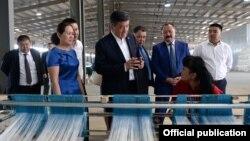 Президент Сооронбай Жээнбеков «Бишкек» эркин экономикалык аймагынан кабар алган учуру. Иллюстрациялык сүрөт.