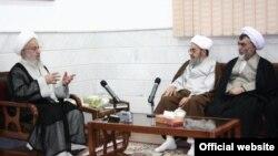 آیتالله مکارم شیرازی (چپ) در دیدار با رییس دیوان عالی کشور (وسط)