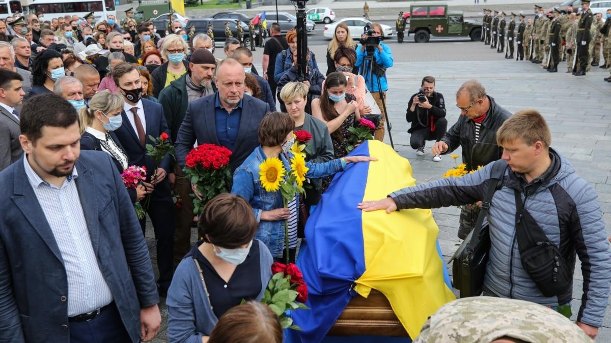 Фоторепортаж: на Майдане попрощались с Тарасом Матвиивым