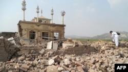 پښتونخوا: د هنګو ضلعې په سپین ټل کې د تحریک طالبان پاکستان د ځانمرګي برید وروسته منظره. ۰۳/۱۰/۲۰۱۳