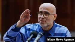 اکبر طبری در دادگاه