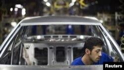 Fabrikë automobilash në Iran