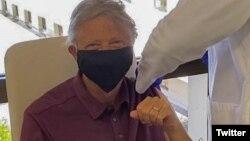 Bill Gates a primti prima doză de vaccin împotriva Covid-19 FOTO Twitter