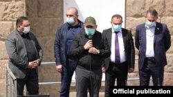 Nikol Paşinyan aprelin 17-də Vayotszor vilayətində çıxış edərkən
