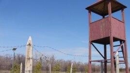 """""""АЛЖИР"""" саяси қуғын-сүргін және тоталитаризм құрбандары музейіндегі түрменің бақылау мұнарасының экспозициясы. Ақмола ауылы, 12 сәуір 2011 жыл."""