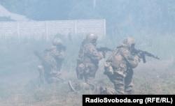 Бійці Добровольчого українського корпусу «Правий сектор» (ДУК ПС) у зоні АТО. Донбас 2014 року