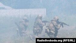Бойцы Добровольческого украинского корпуса «Правый сектор» (ДУК ПС) в зоне АТО. Донбасс, 2014 год