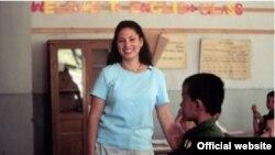 """Волонтерка """"Корпуса мира"""" на уроке английского языка в туркменской школе. Иллюстративное фото."""