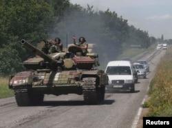 Украинский танк вблизи селения Константиновка Донецкой области. 22 июля