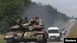 Украинские военные недалеко от Константиновки, населенного пункта вблизи Донецка. 21 июля 2014 года.