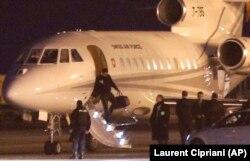 هواپیمای حامل جیسون رضائیان و دیگر زندانیان دوتابعیتی که در شب اجرایی شدن برجام ایران را ترک کرد