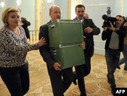 Орусиянын бийлиги Катындагы кыргын тууралуу жашыруун архивдик маалыматтарды расмий түрдө ачыкка чыгарды. 23-сентябрь, 2010-жыл.