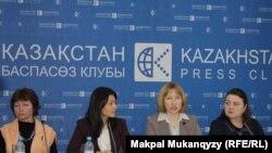 Активисты представляют отчет по мониторингу реализации государственной программы «Акбулак». Алматы, 3 декабря, 2014 года.