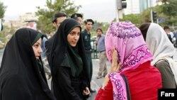 ازفایش کنترل لباس در تهران، عکس تزئینی است