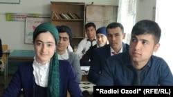 Согди облусундагы мектеп окуучулары.
