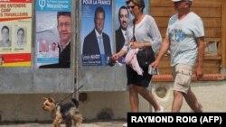 Передвиборці плакати у Франції, 6 червня 2017 року