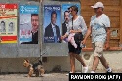 Предвыборные плакаты на улице одного из французских городов