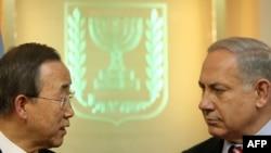 Sekretari i përgjithshëm i Kombeve të Bashkuara, Ban Ki Mun (majtas) dhe kryeministri izraelit, Benjaxhamin Netanjahu (djathtas)
