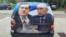 Automobil oblepljen posterom sa likovima Dodika i Putina, Banjaluka, 16. septembar 2014.