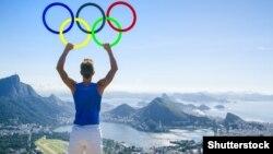 Рио Олимпиадасының белгісін ұстап тұрған атлет (Көрнекі сурет).