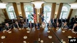 الرئيس الأميركي باراك أوباما يتحدث عن سوريا في البيت الأبيض خلال إجتماع مع أعضاء في الكونغرس.