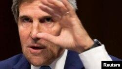 АҚШ мемлекеттік хатшысы Джон Керри Сенатқа Сирияға қарсы әскери операция рұқсат беретін құжатты таныстырып тұр. 3 қыркүйек 2013 жыл.