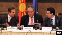 Состанок на мешовитиот комитет ЕУ-Македонија. Јорго Шацимаркакисм Ричард Ховит и Никола Попоски.